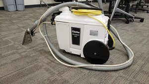 arpet cleaner machine inside office